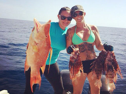 Rachel Bowman spearfishing