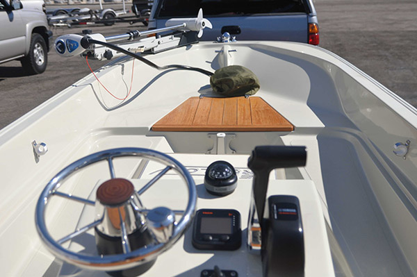 bd boat spotlight 15 foot whaler rigged for inshore fishing. Black Bedroom Furniture Sets. Home Design Ideas