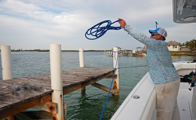docking and boating tips how to dock boat throghing rope