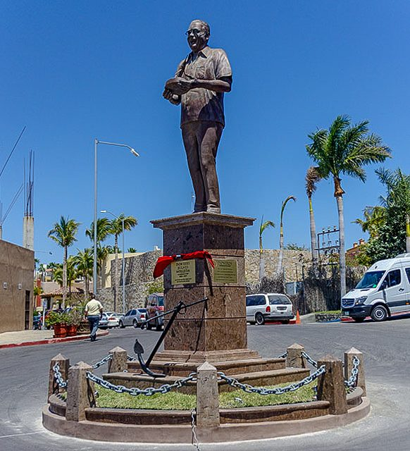 Don Luis Bulnes Molleda statue in Cabo San Lucas