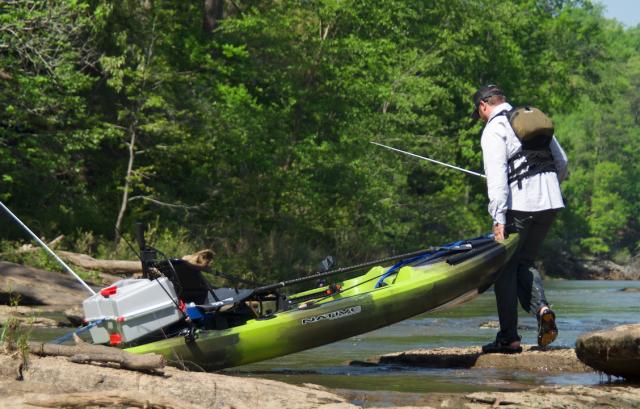 Plano kayak v-crate