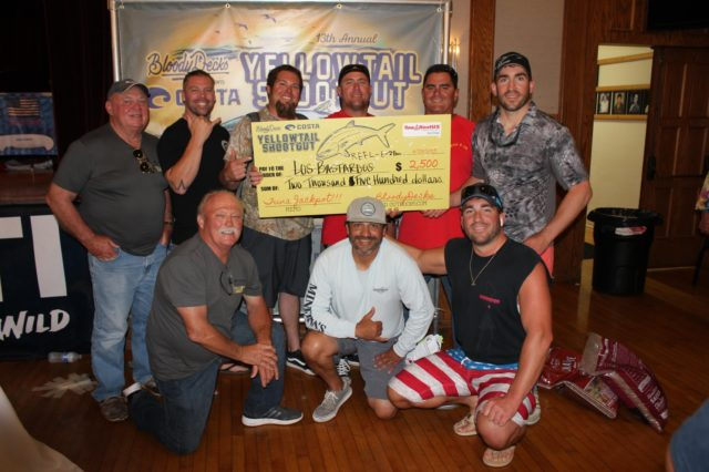 Team Los Bastardos gives the $2,500 BoatUS Tuna Jackpot prize to Team Reel E-ZE for their 275 lb. bluefin tuna